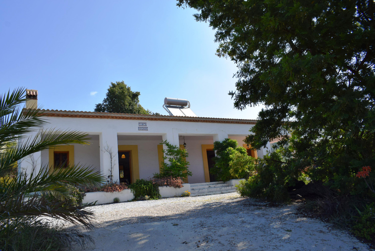 This modern country house is set in the mountains of Sedella, only 30 minutes drive from the coast.  Spain