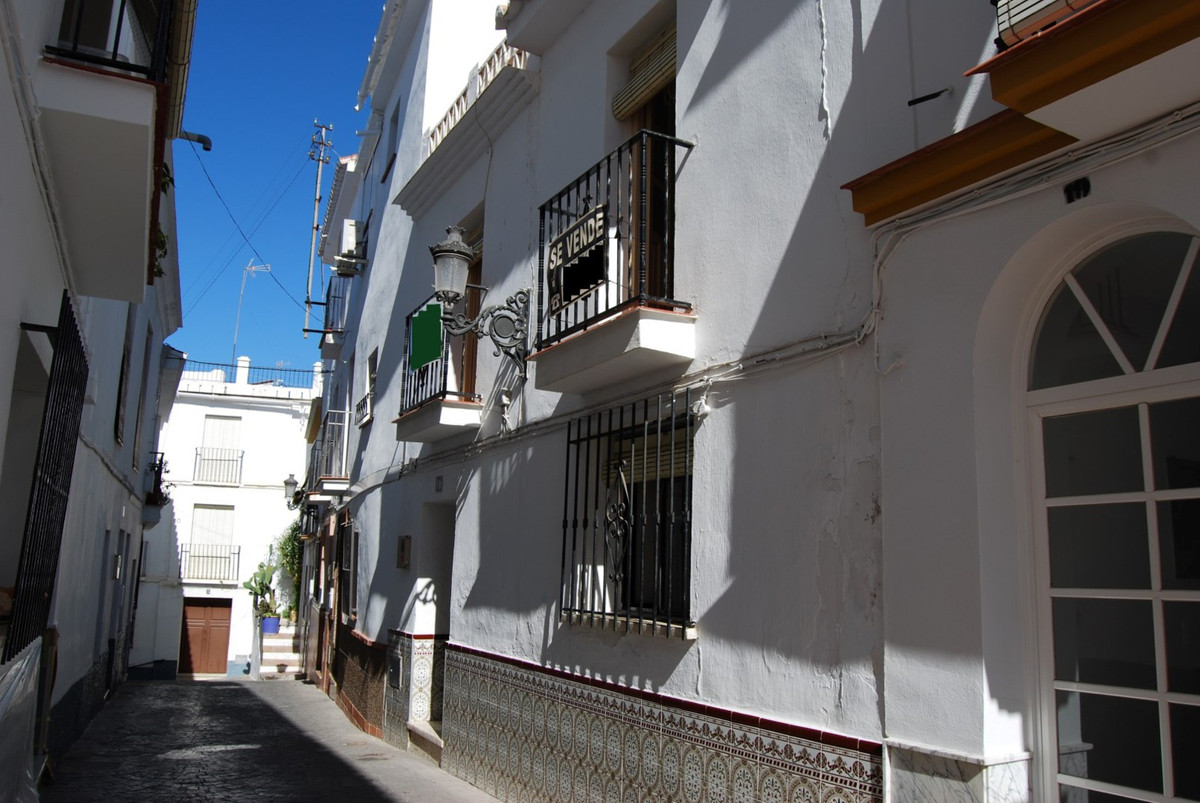 Great townhouse to reform near the center   This charming antique townhouse has a typical Spanish la,Spain