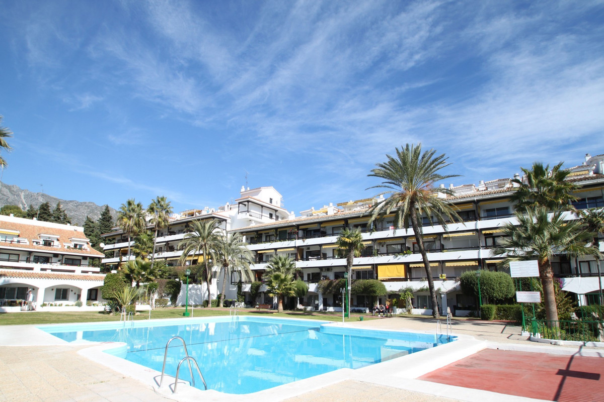 Bang on price for this two bedroom South-East facing apartment on a second floor in the sought after, Spain