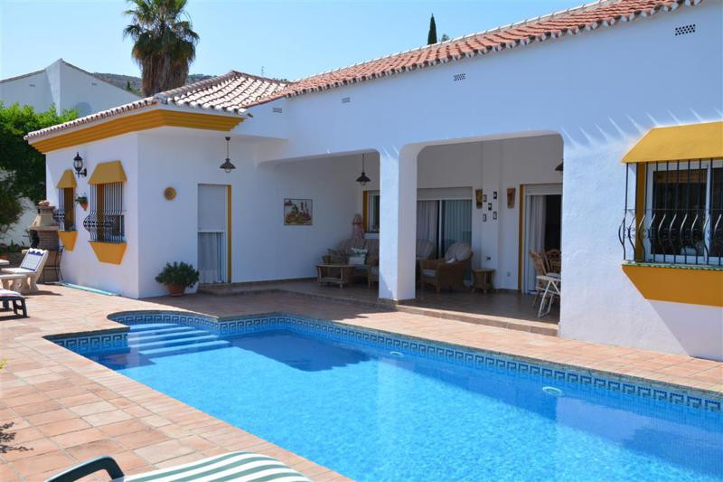 Detached villa situated on a peaceful urbanization in Monda with beautiful views towards the mountai,Spain