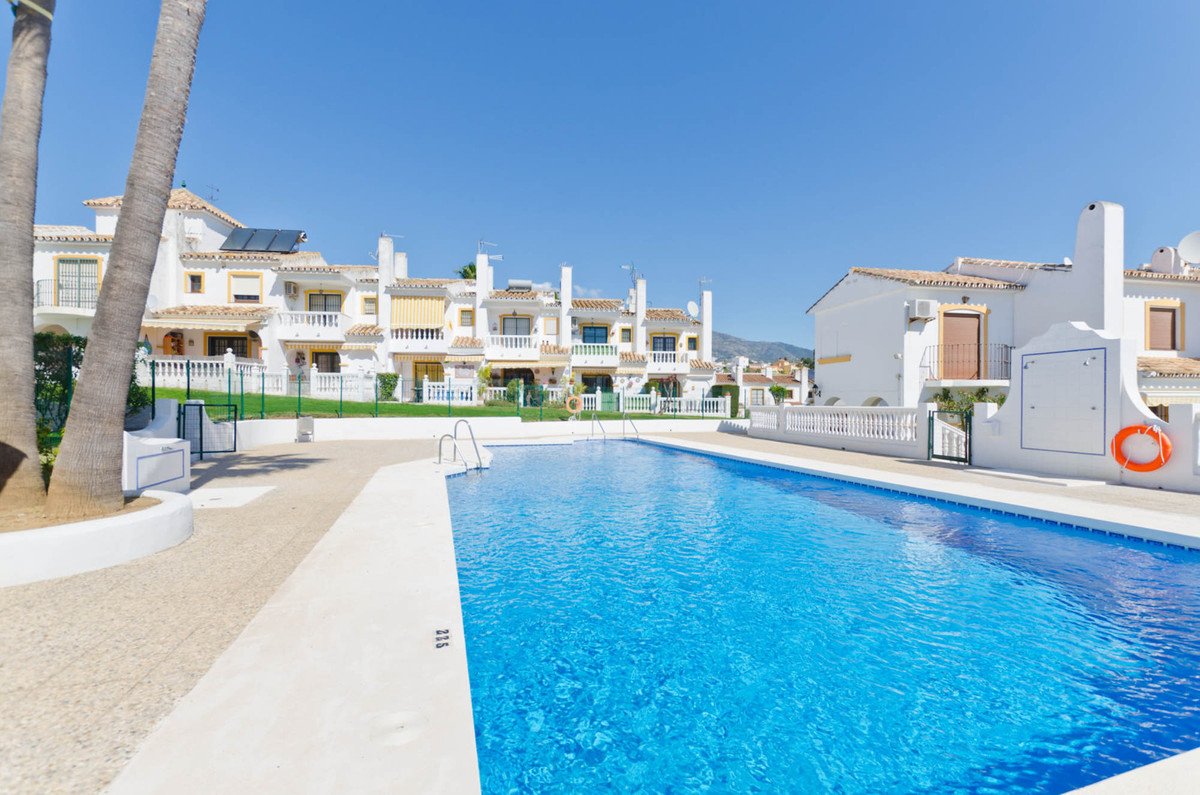 Cozy South Facing 2 bedroom Townhouse in a popular urbanization near El Coto and Fuengirola, walking, Spain
