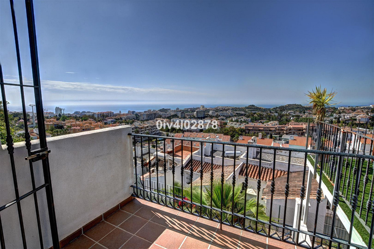 Great value townhouse located in Arroyo de la Miel with panoramic sea views and close to shops , res,Spain