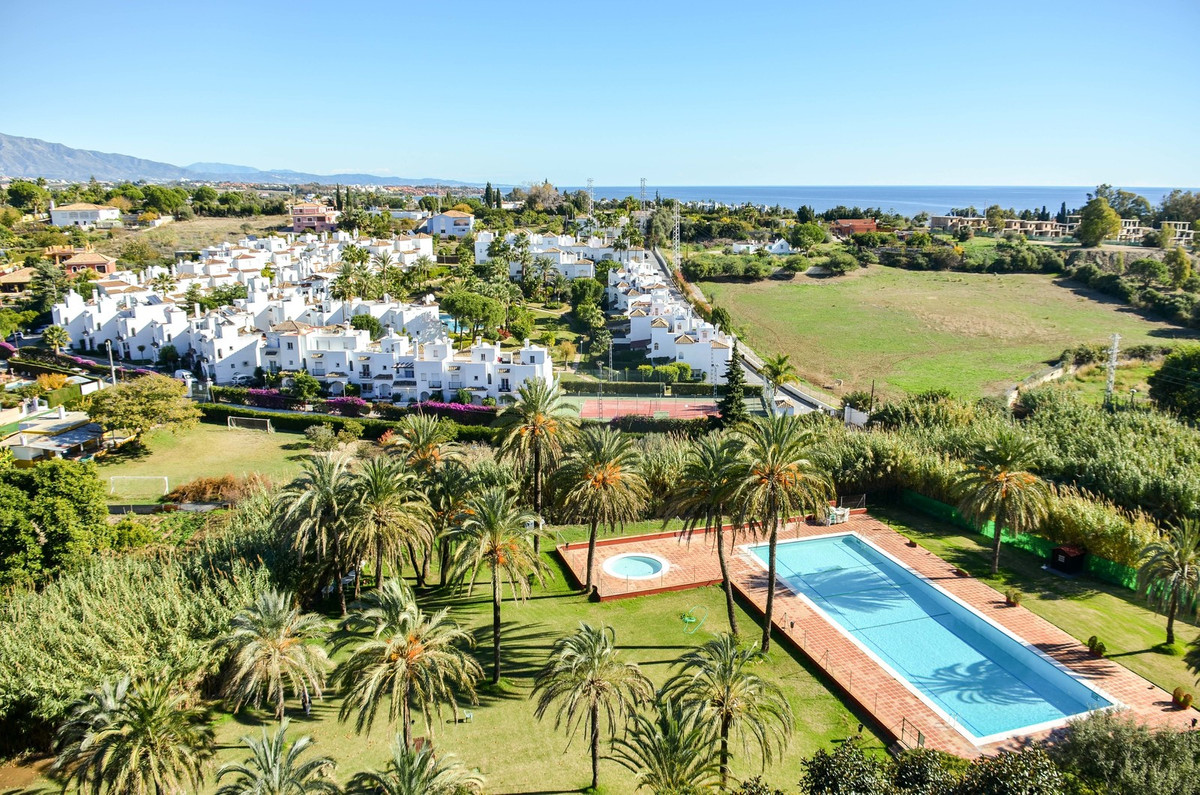 Middle Floor Apartment, Estepona, Costa del Sol. 2 Bedrooms, 2 Bathrooms, Built 96 m².  Setting : Cl,Spain