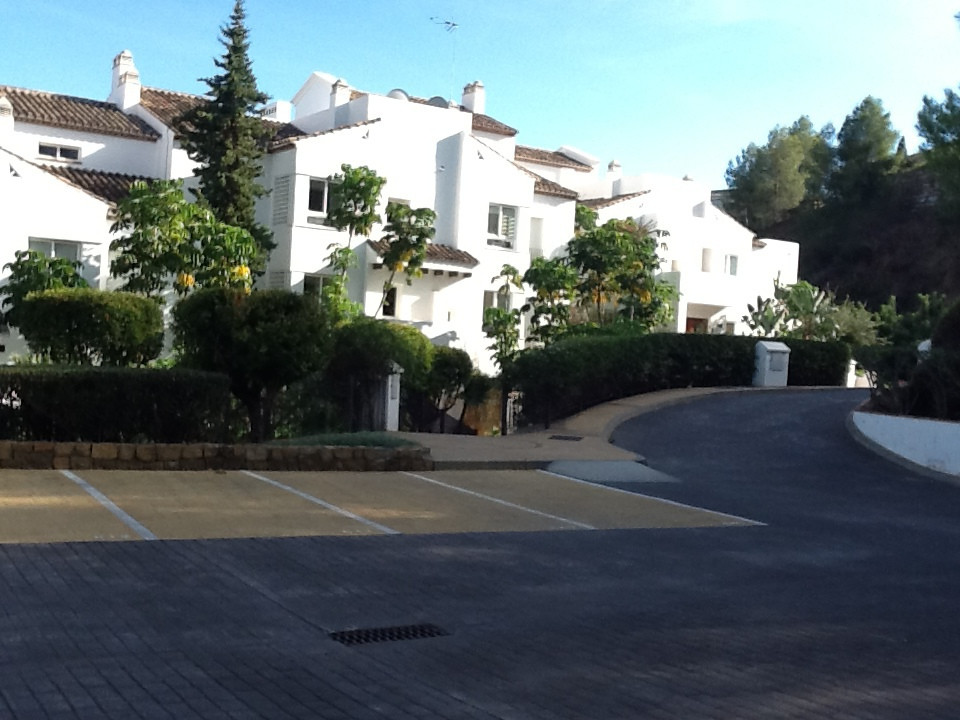 One of the best located properties in Los Altos de la Quinta. Situated on the front in block 8! Midd, Spain