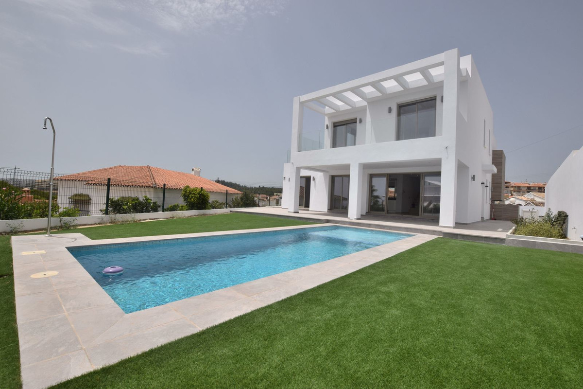OPPORTUNITY!!  Independent Contemporary Villa with sea views located in Mijas Costa, very close to L,Spain