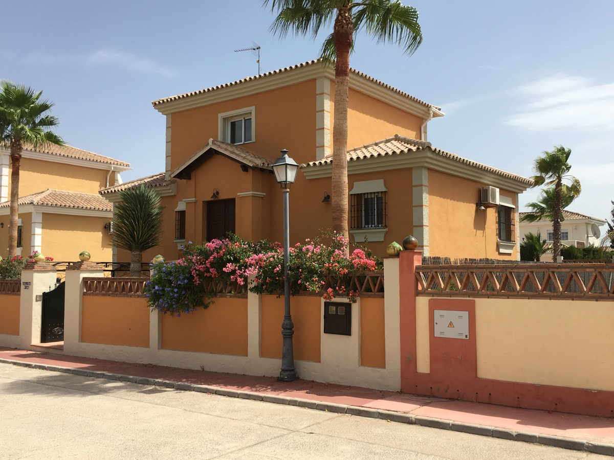Beautiful Detached Villa in a lovely complex on the outskirts of Alhaurin El Grande and Coin, well l,Spain