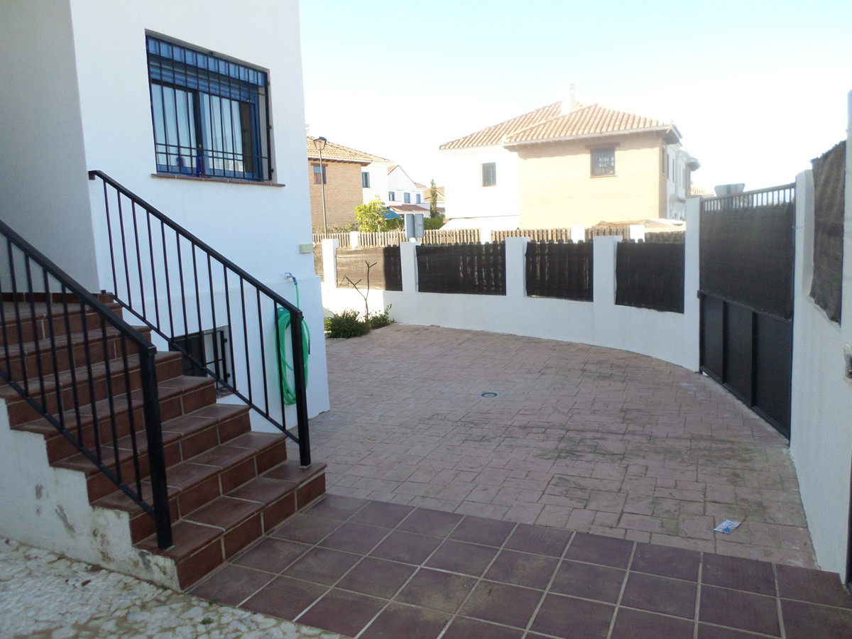 For sale terraced house with 4 bedrooms, 2 bathrooms, fitted kitchen, separate living room, basement,Spain