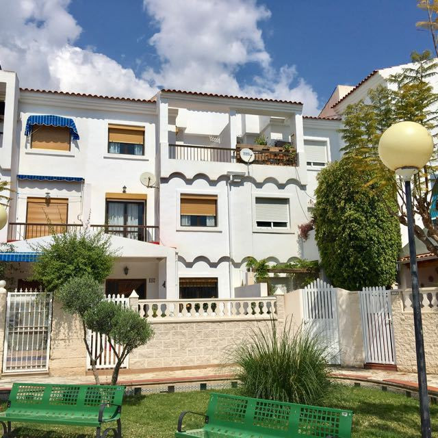 Pristine 3 bedroom linked house overlooking picturesque square in El Campello.  1993 townhuse much i,Spain