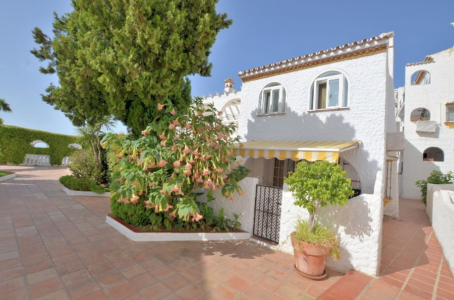 WONDERFUL TOWNHOUSE! Located in Benalmadena Pueblo, in Andalusian-style complex with 2 communal swim,Spain
