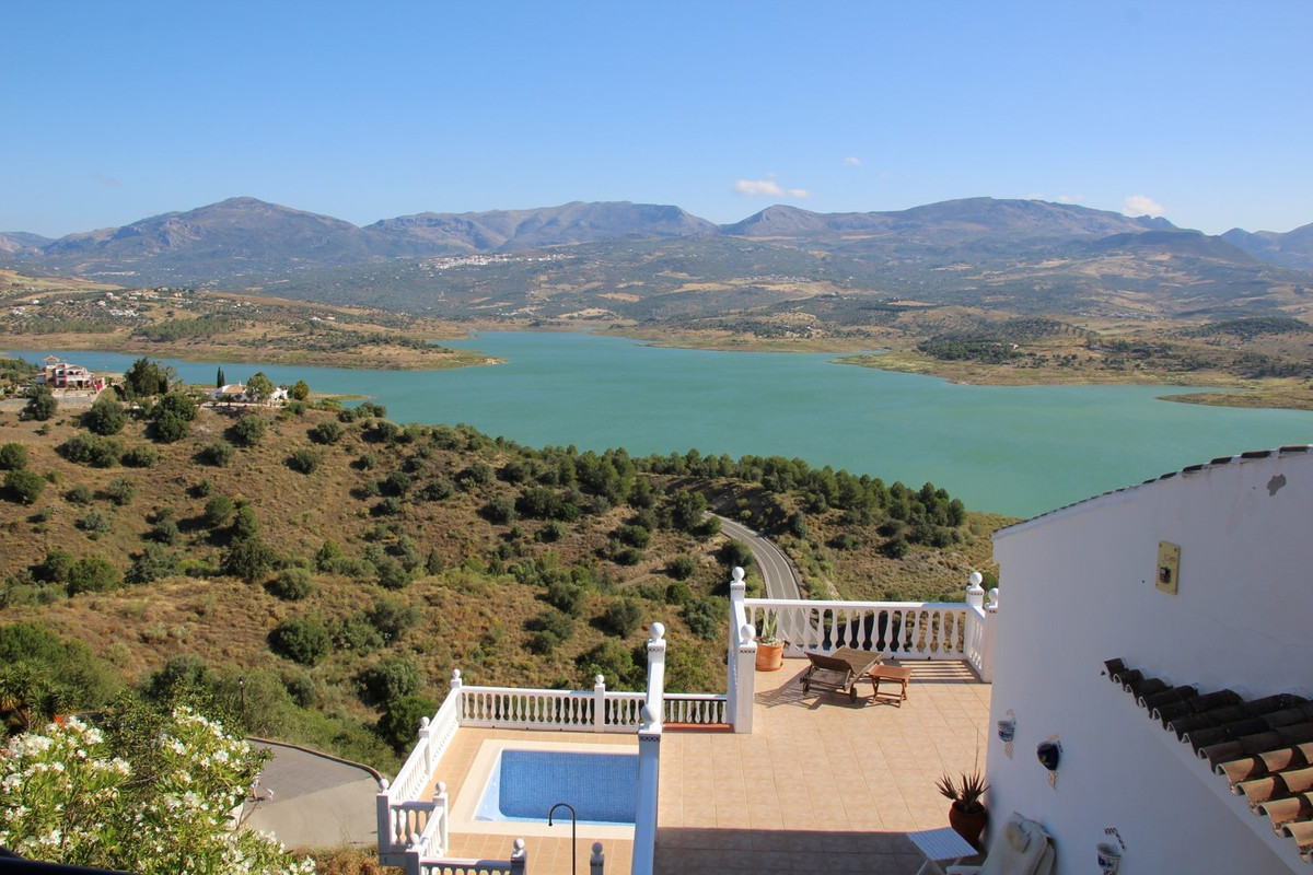 Spectacular villa with breathtaking views to the Lake and the surrounding mountains, ff kitchen, Sky, Spain