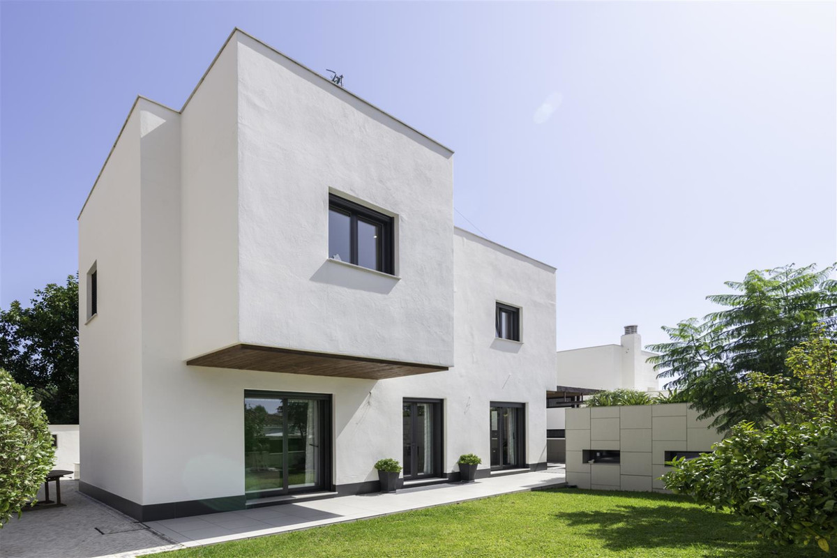Beatifully appointed quality built Villa. The construction was carried out by the owner´s strict sup,Spain