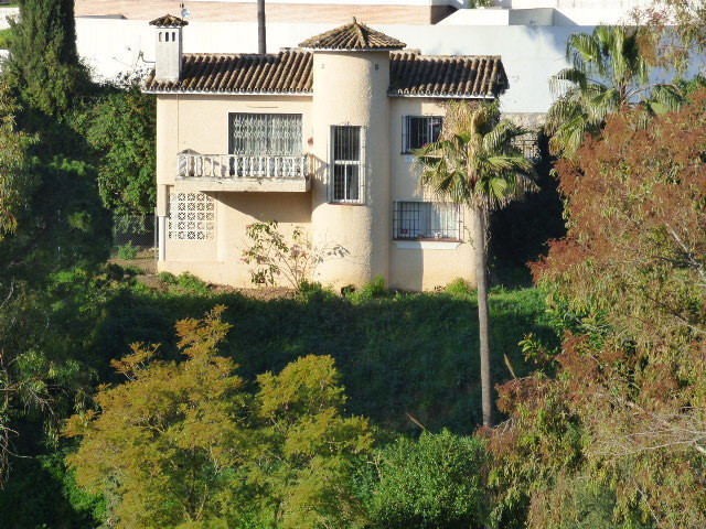 PRICE JUST REDUCED TO €190,000!  Distressed and priced to sell! 2 bed, 1 bath villa on a large plot,,Spain