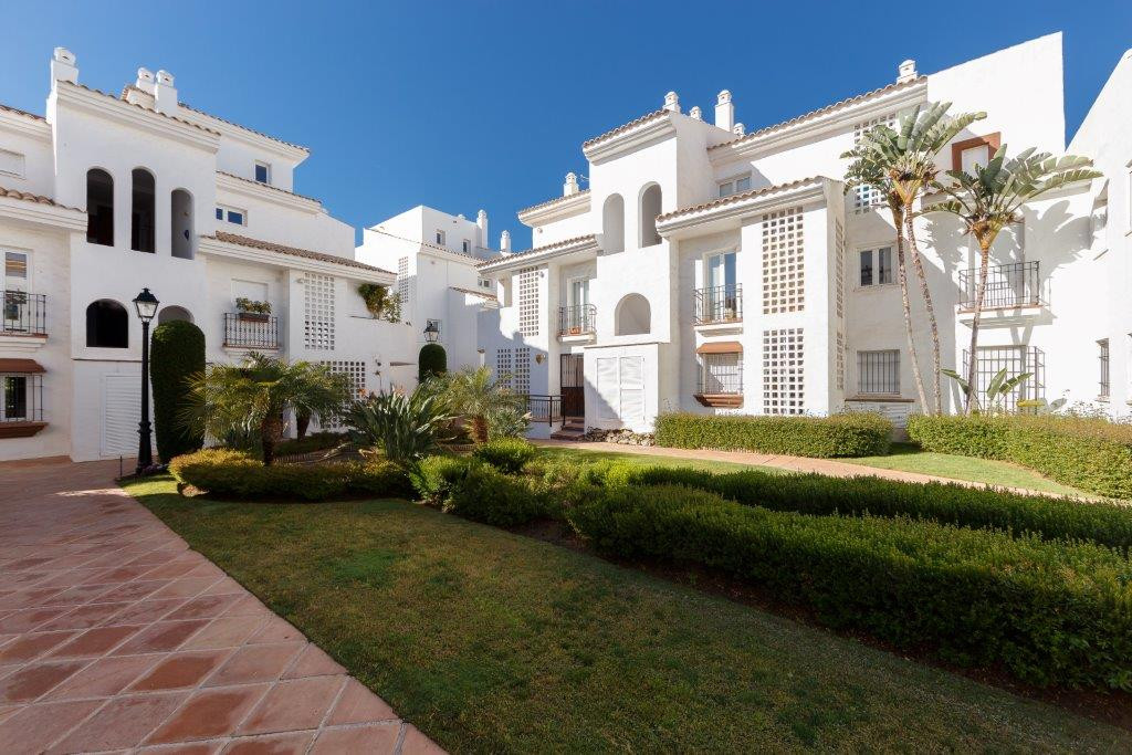 South facing apartment in Nueva Alcantara located just 150 meters from San Pedro beach and only 5 mi, Spain