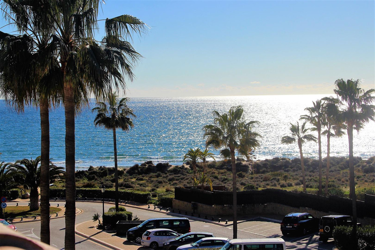 Cosy townhouse set i a very much sought after area in Bahia de Marbella. Townhouse is in beachfront , Spain