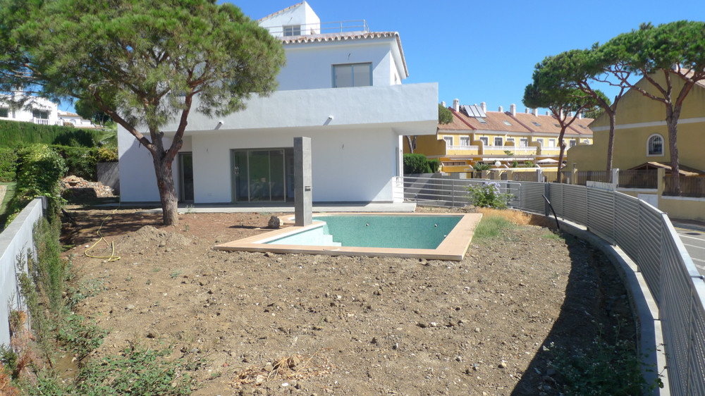 Newly built villa in an exceptional location less than 1 km from the beach, overlooking the sea and , Spain