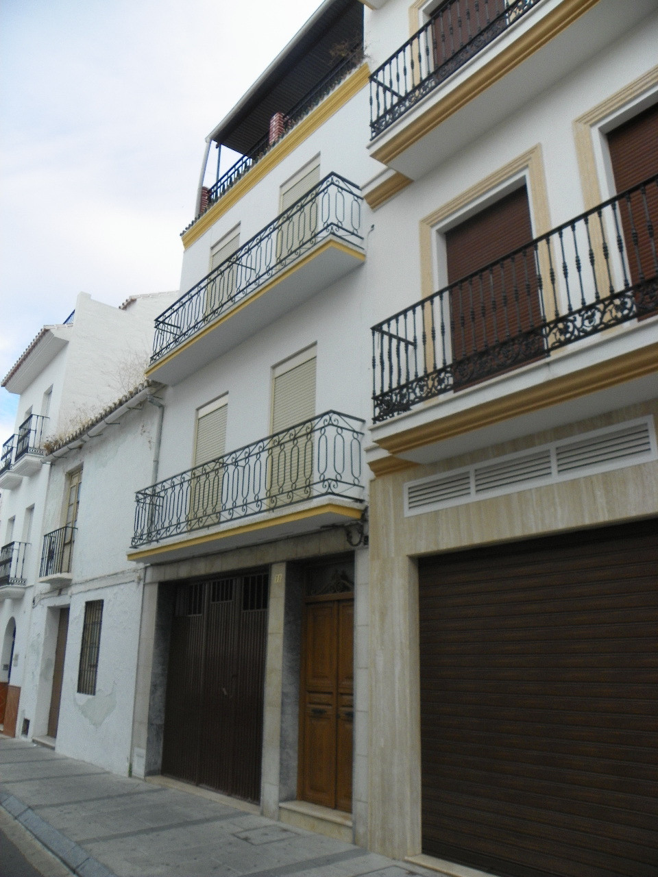 Excellent opportunity to acquire  a town house in the sought after village of Alhaurin el Grande. Lo,Spain