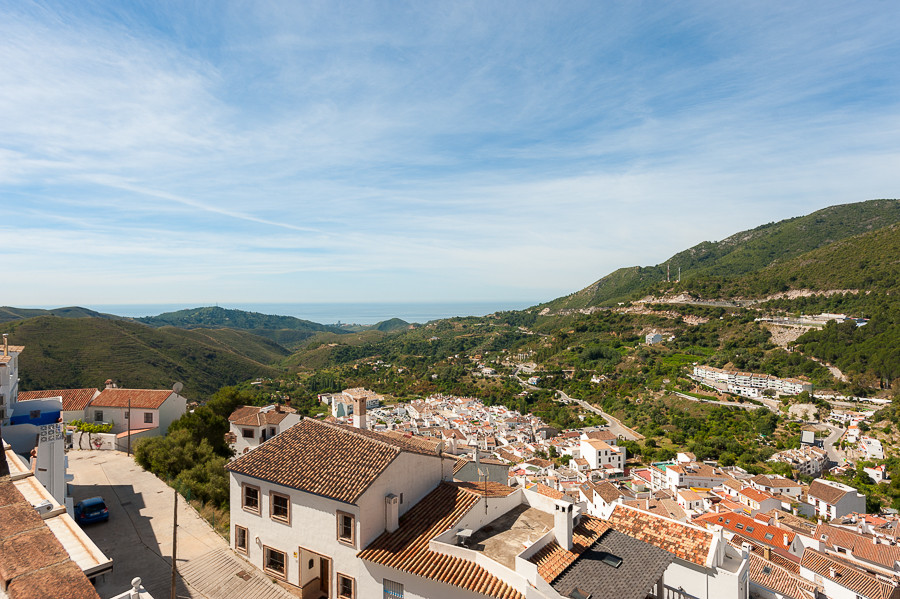 Fabulous duplex penthouse located in the well known village of Ojen, a short drive to the coast and ,Spain