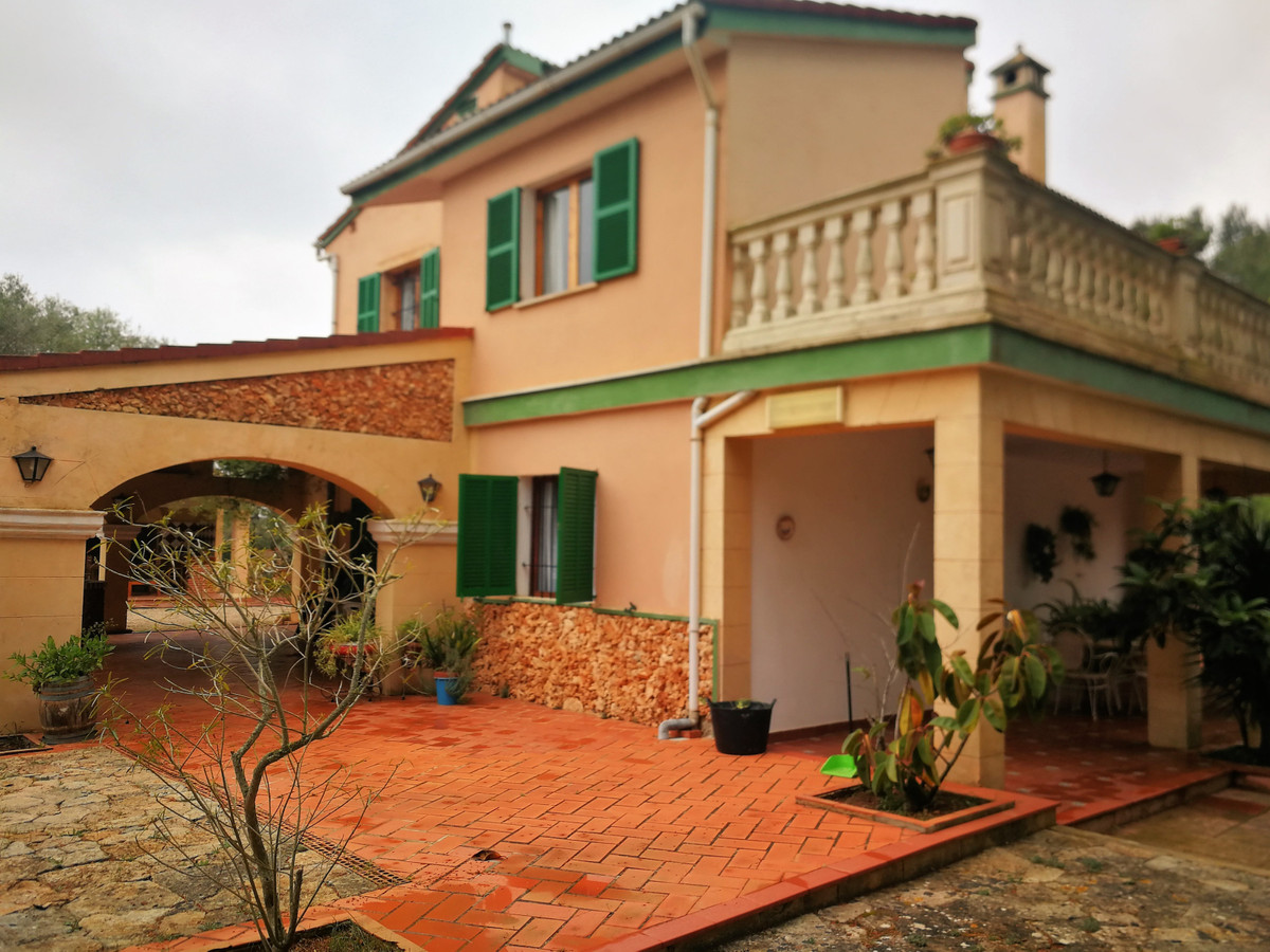 Finca in Algaida of 7500 m2 is sold with a house divided into two completely independent houses, one Spain