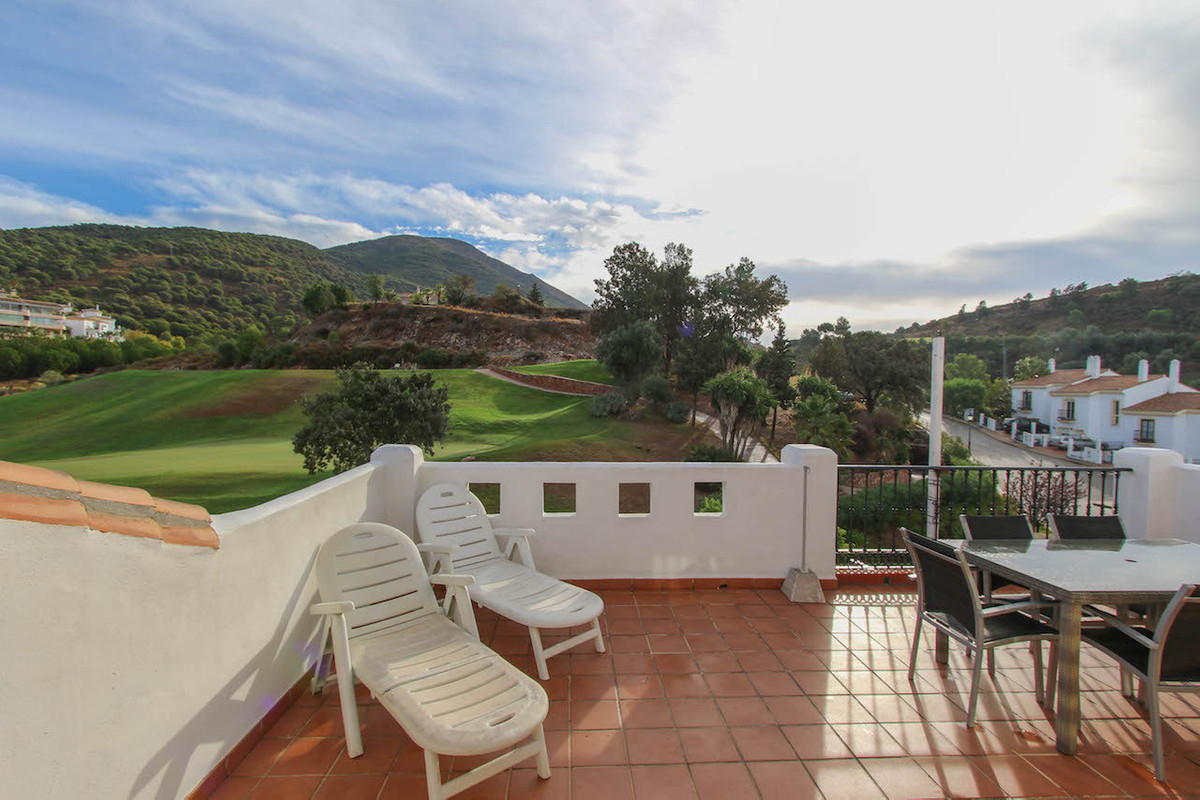 Townhouse on Alhaurin Golf in pristine condition.   This property benefits from a garden as well as ,Spain
