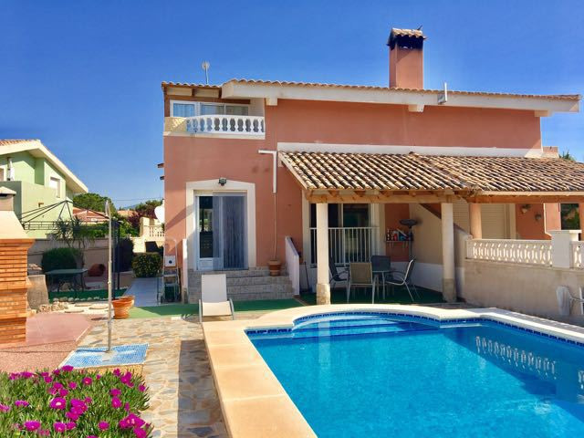 Spacious, south-facing, 3 bedroom, link-detached villa with swimming pool in Busot area, near El Cam,Spain
