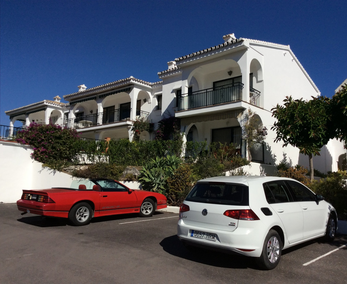 Classic 1 level Penthouse Apartment offering outstanding Mediterranean Sea Views situated within the,Spain