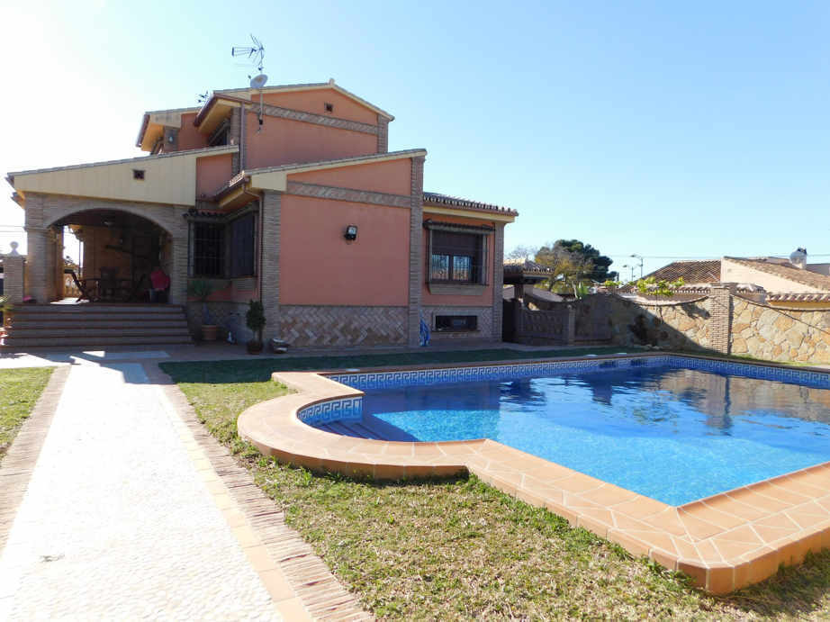 For sale luxurious housing in urbanization El Lagar, in Alhaurin de la Torre. It is a dream home, wi, Spain