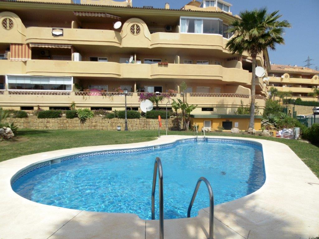 Bargain! Beautiful penthouse for sale in Los Pacos, Fuengirola, in the Costa del Sol offering beauti,Spain
