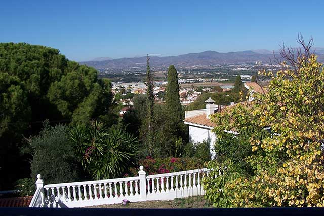 LARGE VILLA WITH 6 BEDROOMS WITH PRIVATE POOL. 1075 M 2 plot. 400 m² built on 2 floors, 6 very large, Spain