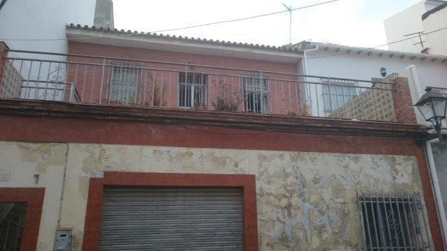 A typical terraced house for reform in the area of El Molinillo/Capuchinos. Plot of 228m2 with the p,Spain
