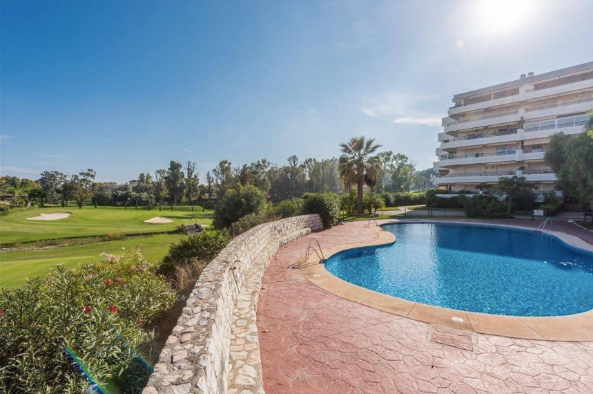 Spacious 2 bedrooms, 2 baths  apartment is located in Guadalmina, close to all amenities . It offers, Spain