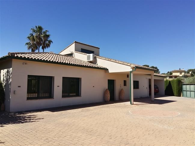 Stunning and very well maintained villa of 450m2 on a fenced plot of 2200m2. Big electric gates welc, Spain