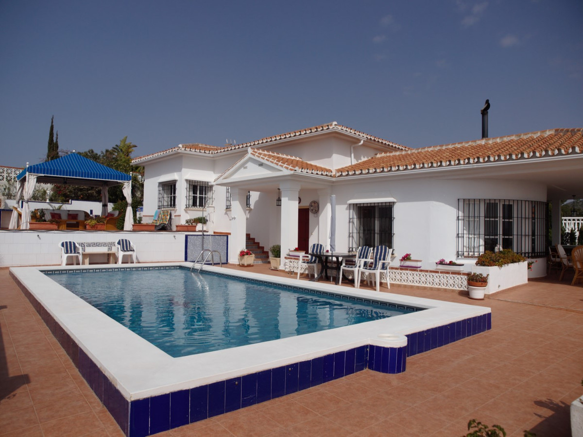 Fantastic Villa in benajarafe with private pool and garden. The Villa has a living-dining room with , Spain