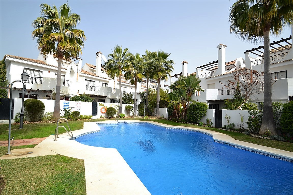 Impressive five bedroom townhouse completely refurbished and bright, located in the famous Urbanizat, Spain