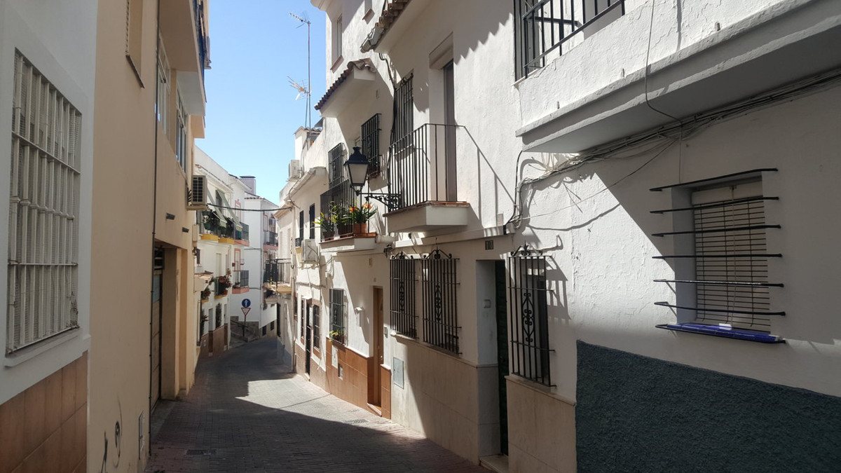 Beautiful Andalusian little house built about 6 years ago, just a step away from the old town of Mar,Spain