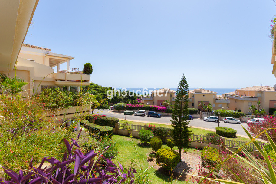 Fantastic 2 bedroom & 2 bathroom apartment situated in a highly sought after area next to Cabopi,Spain