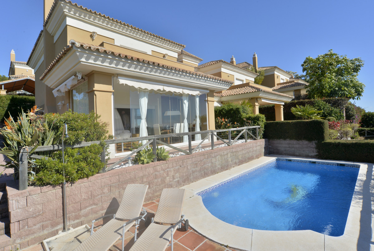 A perfect townhouse which answers all your wishes in Santa Clara Golf. Ground floor: entrance porch , Spain