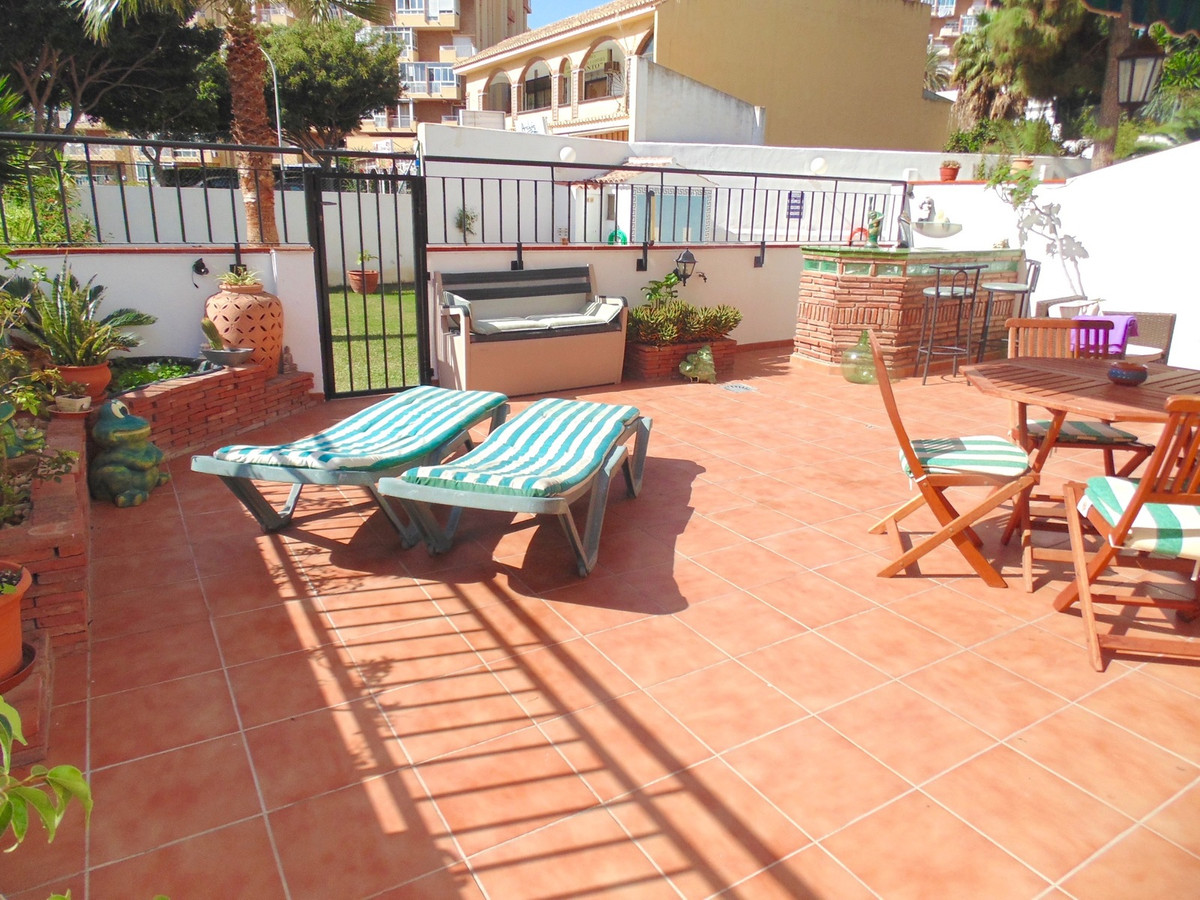 Delightful garden apartment in a modern gated complex, right in the centre of Benalmadena Costa with, Spain