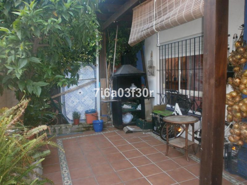 Large townhouse in a fantastic location close to all amenities  PROPERTY: The House is situated in a,Spain