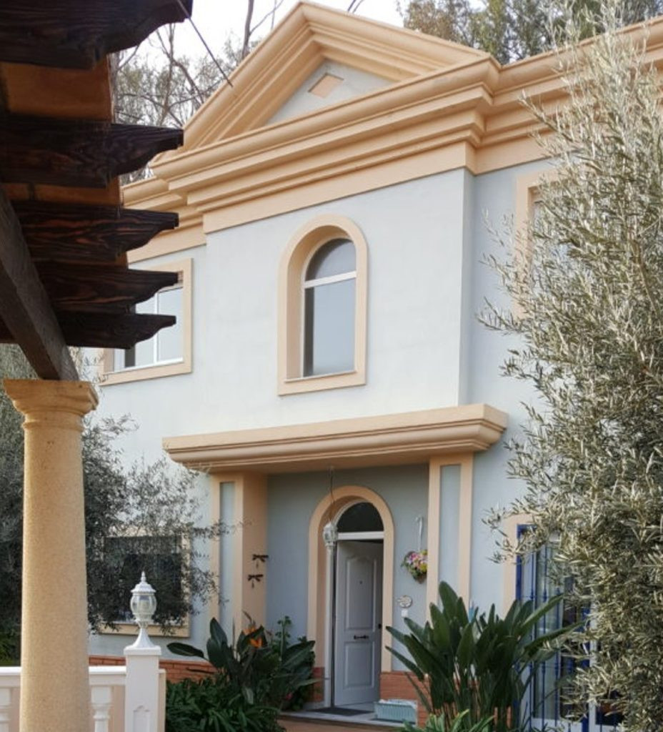 Luxury villa situated in the sought after urbanization, El Limonar. 4 bedroom 3 bathrooms surrounded,Spain