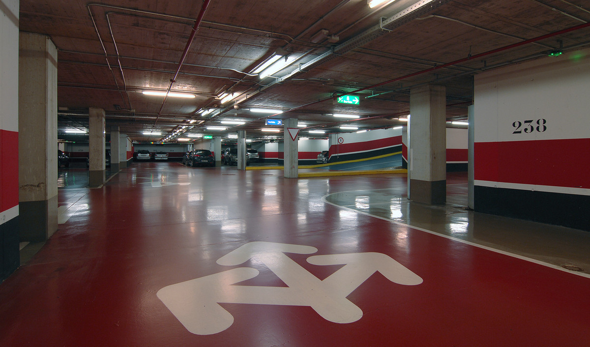 """Parking garage with 110 parking lots, each one with it`s own """"nota simple"""",  town center, close to s,Spain"""