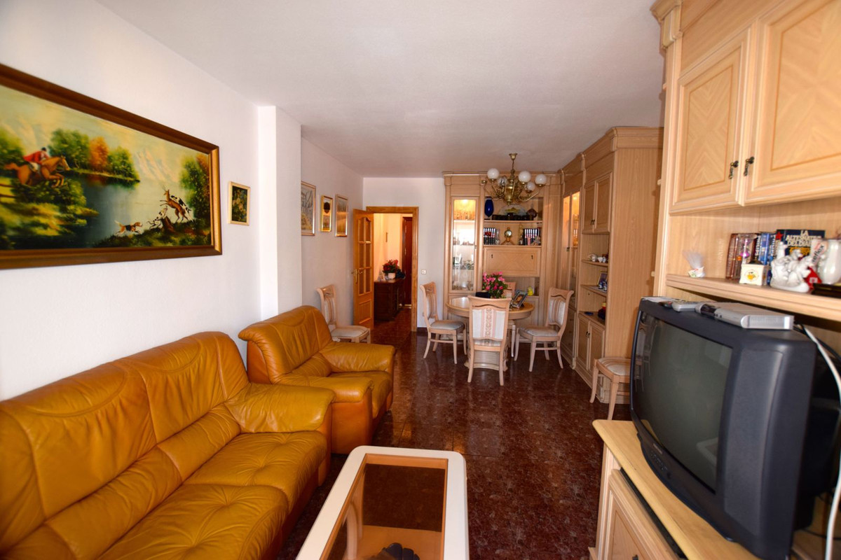 PRICE REDUCED FROM 175.000 € TO 166.000 € 3 bedroom apartment located in Fuengirola, very close to t, Spain