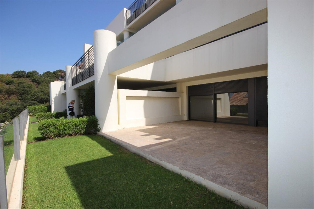 Luxury garden apartment. South facing luxurious garden apartment located in an enclosed urbanization,Spain