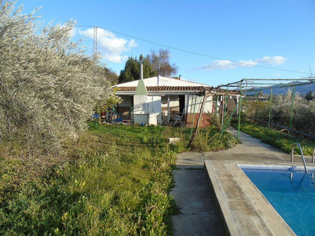 BARGAIN FINCA WITH POOL - CARTAMA. This is a great opportunity to own a pretty holiday home set in a, Spain