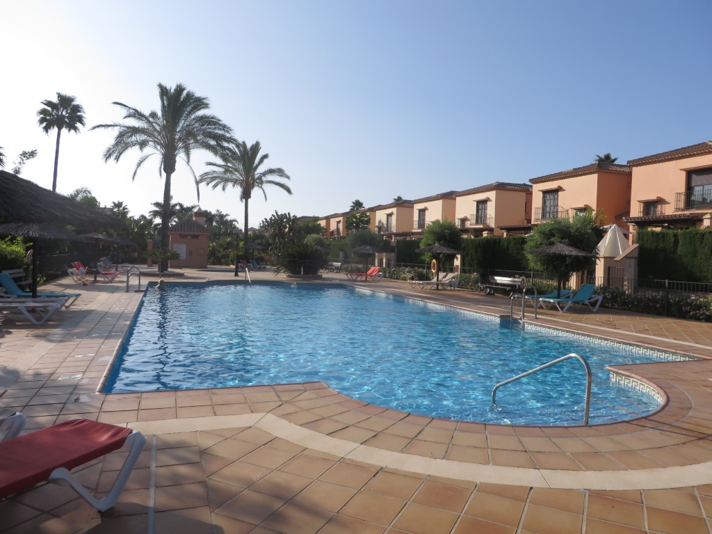Luxurious apartment located in the much sought after Jardines de la Noria complex in La Cala. A comm,Spain