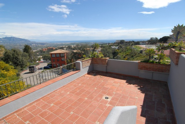 Semi-Detached Villa with AMAZING PANORAMIC COASTAL VIEWS over the coast under a fully reform to upgr, Spain