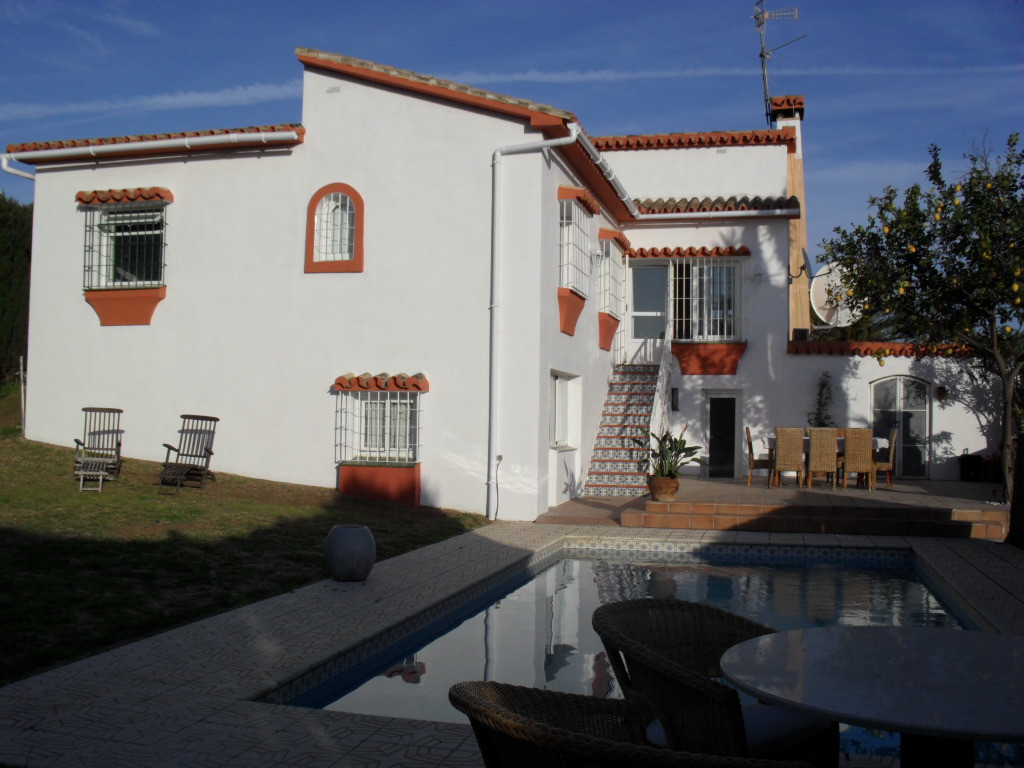 Location... Location... Location... Walking distance to shops, restaurants, bars, supermarkets, and ,Spain