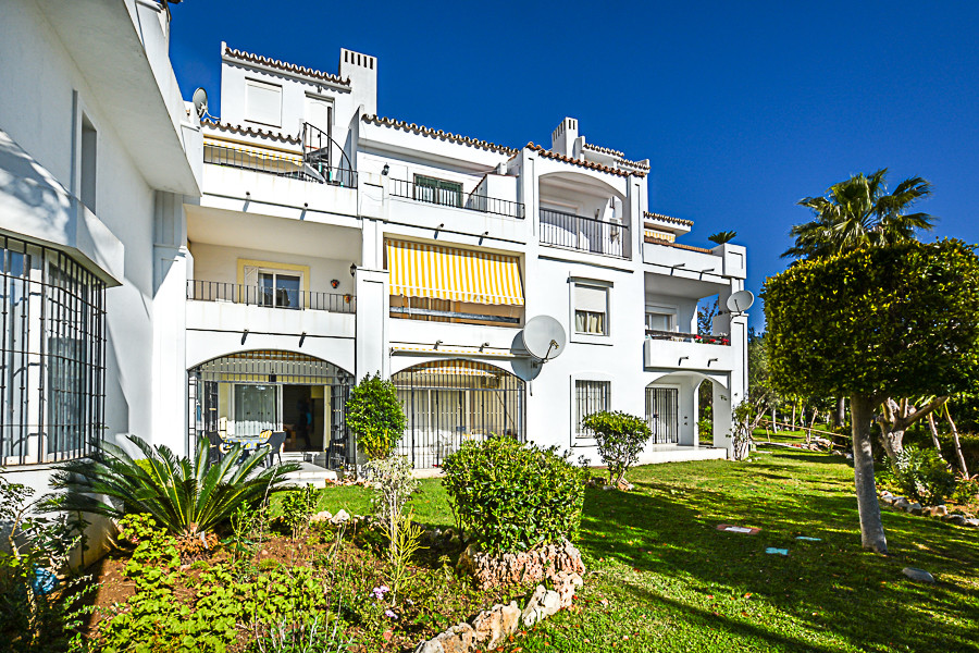 A charming 2-bedroom duplex garden apartment in a well-established development within walking distan, Spain