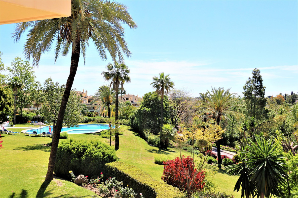 Beautiful 2 beds/2 baths apartmenet located in the exclusive urbanisation of Country Club Las Brisas,Spain