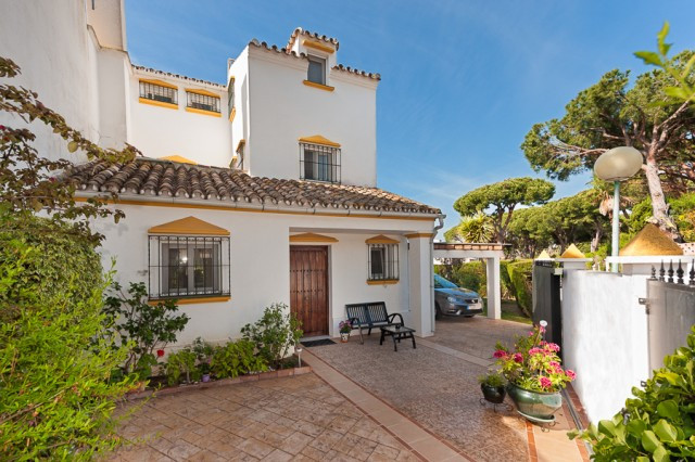 Enjoying a peaceful setting, this very beautiful corner townhouse is located in a quiet and residenc,Spain