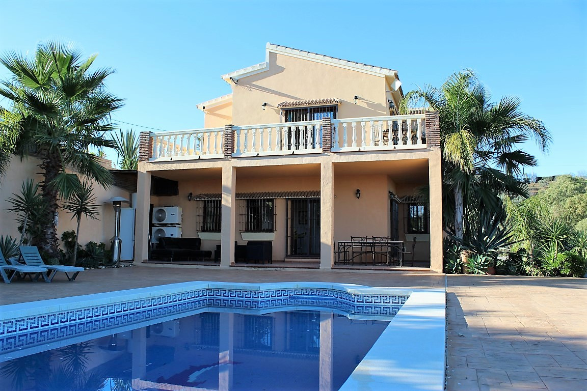 This is a wonderful opportunity the live the country life with all of the comforts of modern day liv,Spain